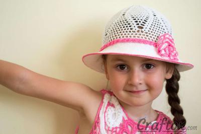 Crochet white hat for 4-5-year-old girl