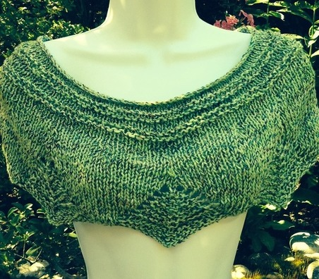 Free Knitting Patterns For Shoulder Cowls : Emerald Shoulder Shrug With Diamond Lace Edging