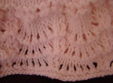 close up knitted scallop edge ruffle