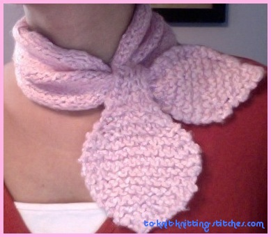Crossing Leave Neck Warmer - Free Scarf Knitting Pattern