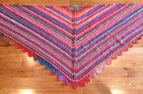 Knitting Patterns For Triangle Shawls : Big Triangle Shawl With Lacy Edge - Knitting Pattern For Everyone