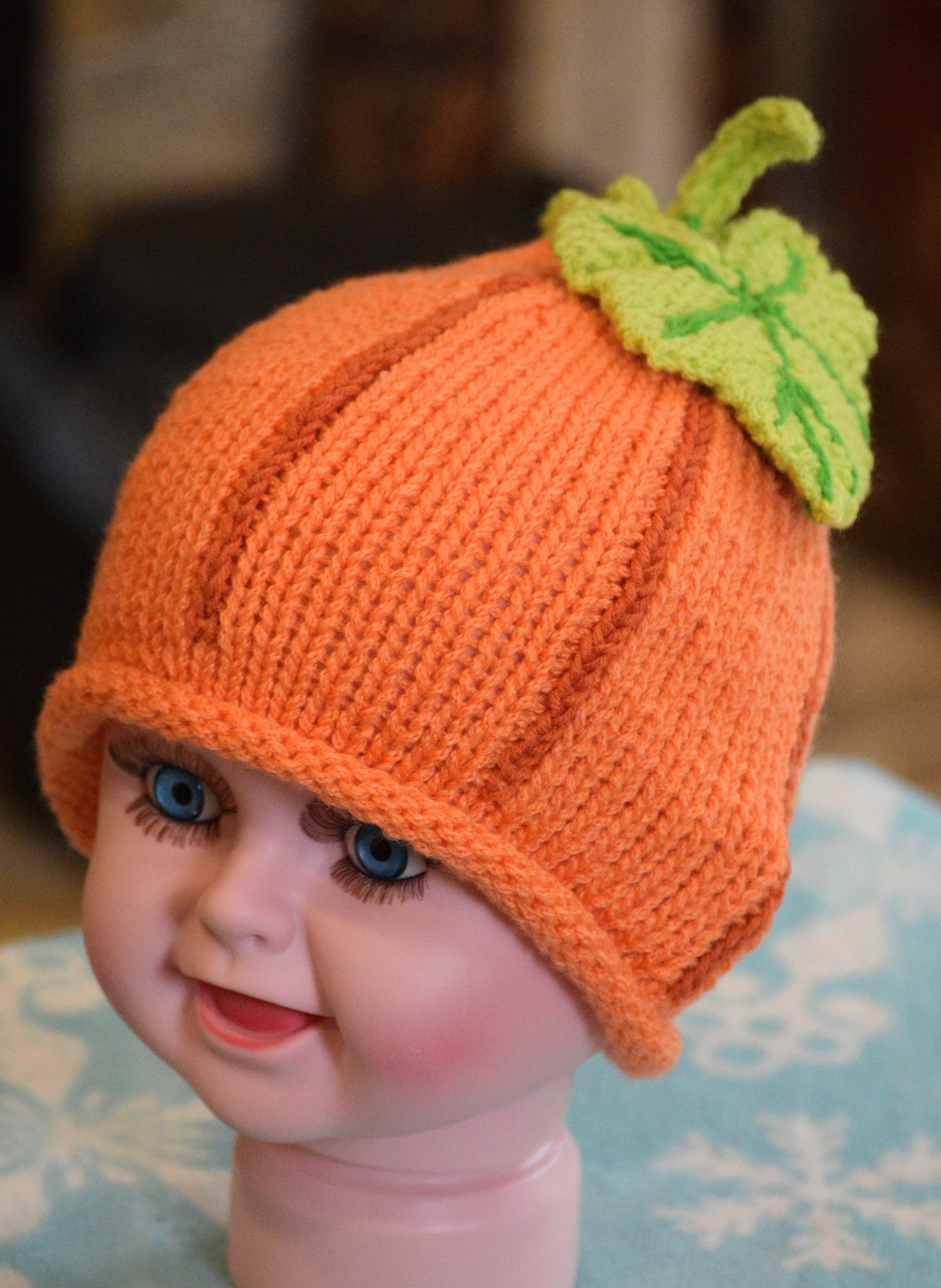 cute pumpkin hat for your baby.  Free knitting pattern!